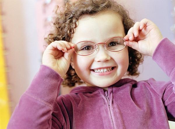 Pourquoi les enfants portent des lunettes ?